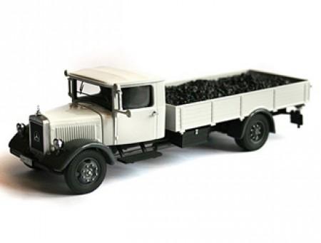 Mercedes-Benz LO2750 flatbed vrachtwagen met kolen
