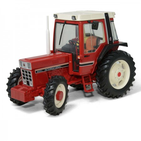 International 845 XL met zwarte spatborden (black fenders)