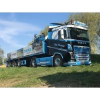 WSI PWT Cargo; VOLVO FH4 SLEEPER CAB 4X2 BRICK TRAILER - 3 AXLE